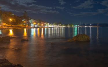 2. Der Urlaubsort Njivice auf Krk bei Nacht