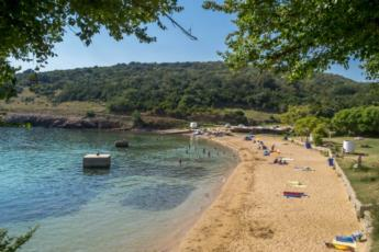 17. Verbringen Sie einen traumhaften Tag am Sandstrand Sv. Marak auf der Insel Krk und erfreuen Ihre Kinder