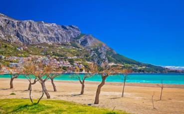 12. Enjoy Your stay at the sandy beach in Omis and visit Split and Dubrovnik